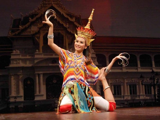 Thai performer present an enchanting performance in Islamabad