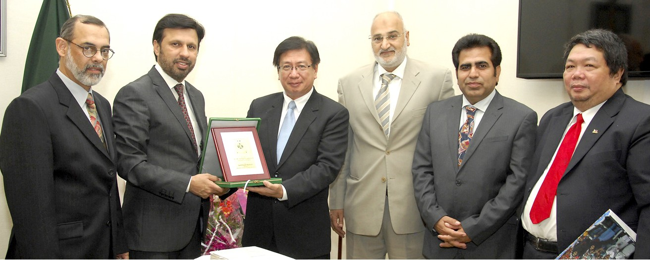 Philippines Ambassador with members of Rawalpindi Chambers of Commerce