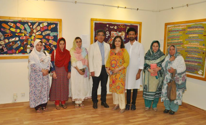 Designer Adil Iqbal (second from left), Nageen Hayat, the director of Nomad Art Gallery, and Japanese Ambassador, H.E Hiroshi Inomata (center) with the artists at Twilling Tweeds Tapestry exhibit at Nomad Art Gallery in Islamabad.