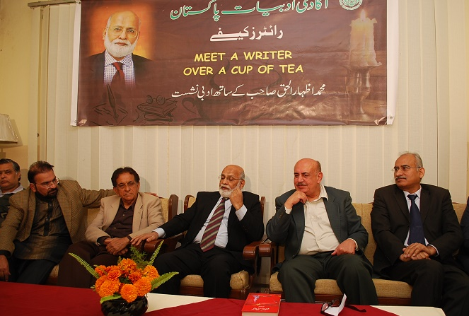 Pakistan's renowned poet and columnist, Muhammad Izhar ul Haq, speaking at 'Meet the Writer over a cup of tea' session in Islamabad