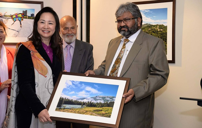 Photographer Muhammad Azhar Hafeez gifts his painting to Madam Bao Ji Qing wife of Chinese ambassador to Pakistan at art exhibition held at COMSATS Art Gallery in Islamabad