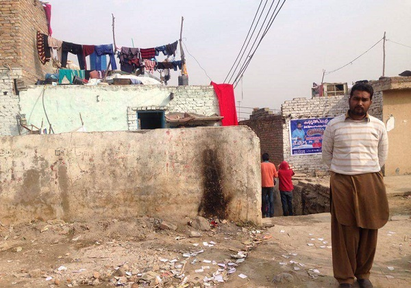 Poor sanitation system and improper management of garbage plagues the slum dwellers in Islamabad. Photo by Zakhia Irfan