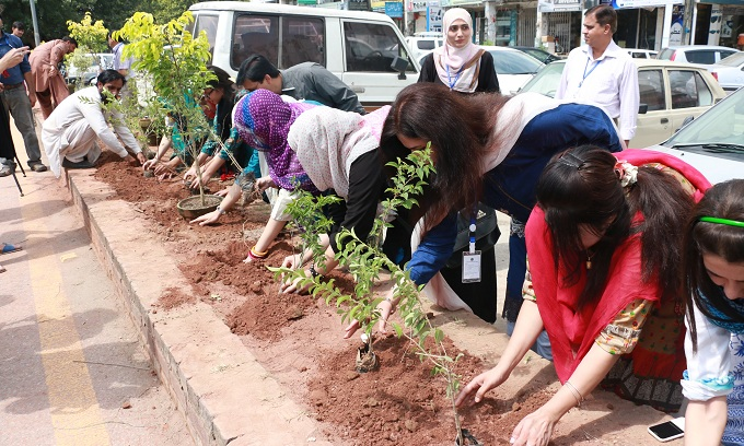 Youngsers planting trees in Islamabad