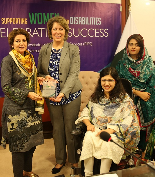 American Counselor for Public Affairs Christina Tomlinson joined the Pakistani women leaders to celebrate their achievements at a seminar in Islamabad.