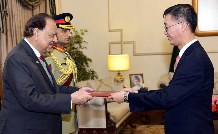 Chinese Ambassador to Pakistan Yao Jing with President of Pakistan Mamnoon Hussain