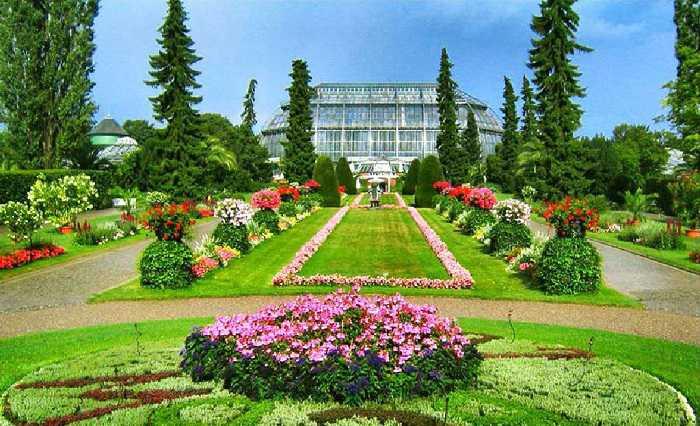 Around 725 Acre Garden ...
